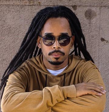 O músico Barol Beats chamou atenção da cantora carioca Iza