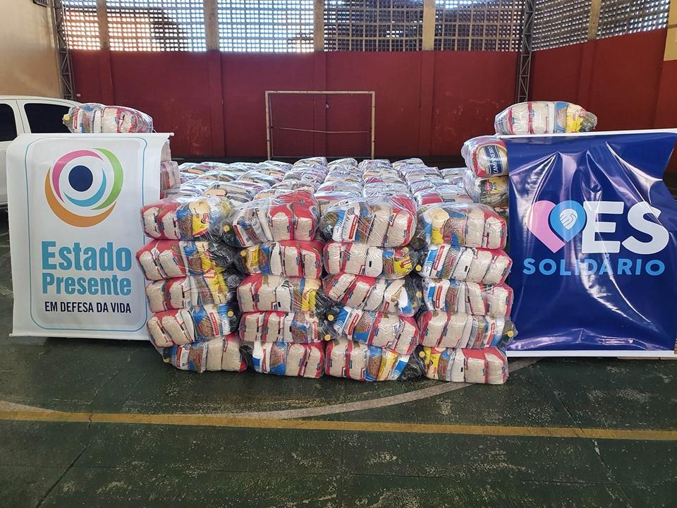 Governo faz entregas de cestas básicas do programa ES Solidário no Território do Bem