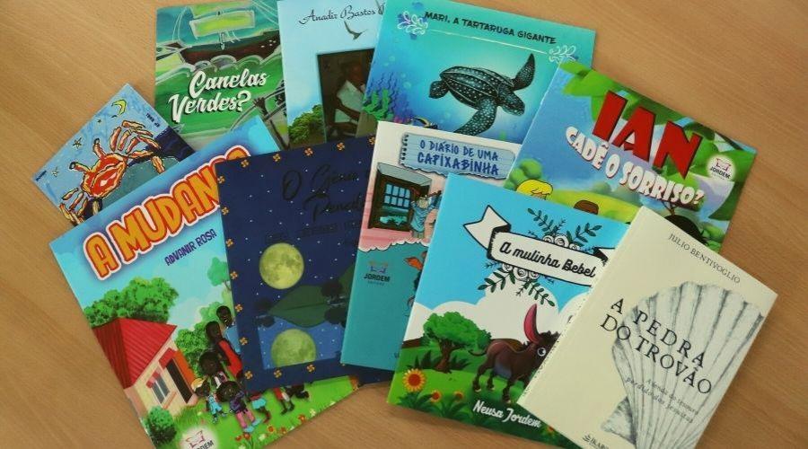 Cultura entrega mais de 200 livros para bibliotecas municipais