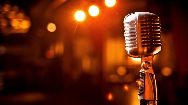 """Vix Comedy Club abre noite de """"microfone livre"""" para capixabas testarem seu talento no humor"""